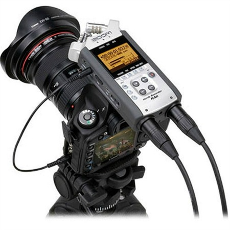 Zoom H4n mounted on DSLR